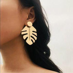 🌹✅Geometric Golden Leaf Drop Earrings.